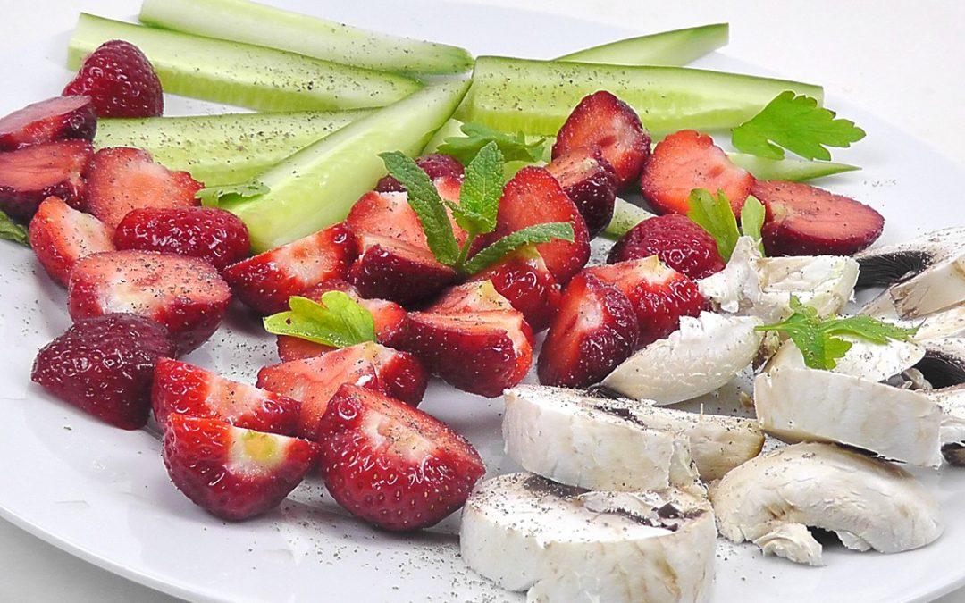 Rohkostteller mit Obst
